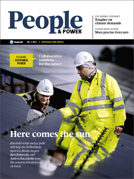 Cover of People & Power no. 2/2017